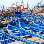 Barcos azuis em Essaouira - Ponto turístico em Marrocos