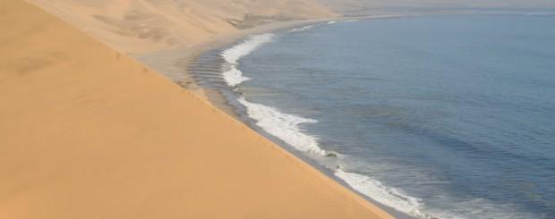 Costa Atlântica e deserto