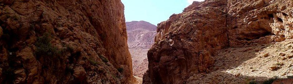 攀越托德拉大峡谷
